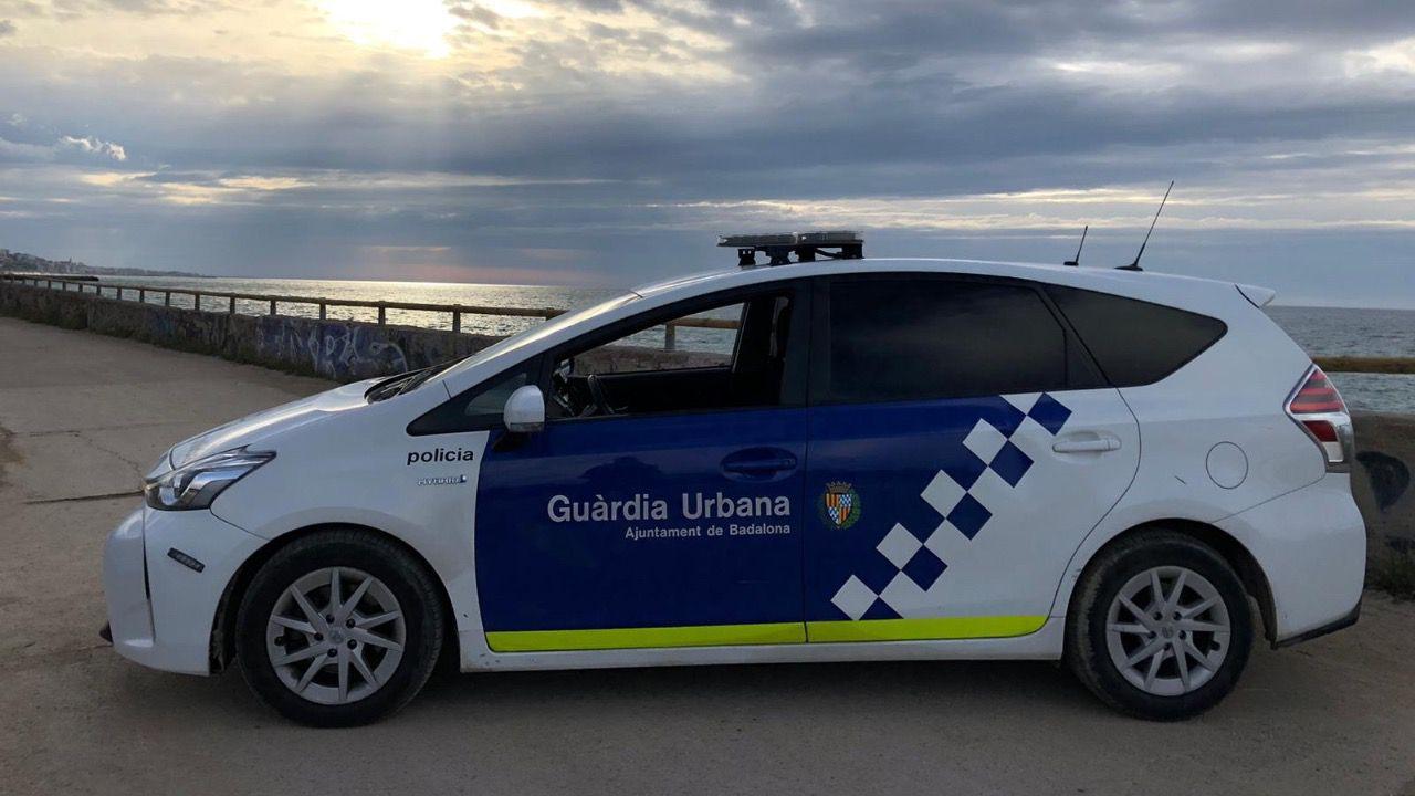 La Guardia Urbana de Badalona disuelve un botellón con más de 400 personas