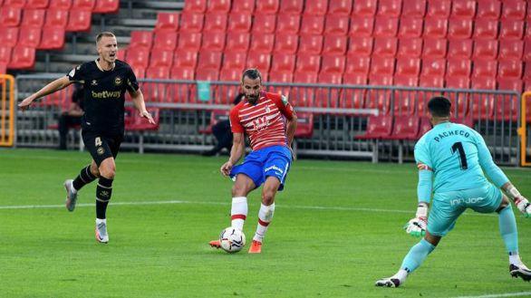 El Granada no sufre la resaca europea ante el Alavés | 2-1