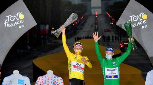 Tour de Francia. Bennett conquista París en la coronación de Tadej Pogacar