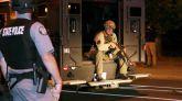 Policías heridos de bala y casi 100 detenidos en una violenta noche de protestas raciales en Louisville