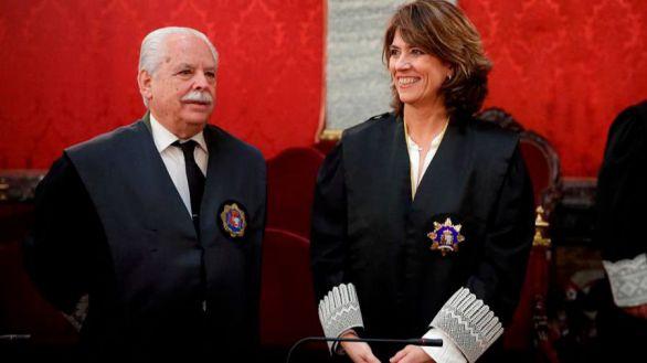 La fiscal general del Estado, Dolores Delgado y el fiscal Luis Navajas Ramos durante un acto.