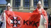 El plan de Trump para pescar en el voto negro: declara terrorista al Ku Klux Klan