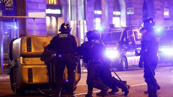 Marlaska refuerza la seguridad en Cataluña con el despliegue de 200 antidisturbios