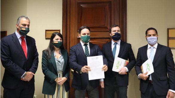Vox presenta su moción contra Sánchez y anima a Casado a que 'revise' su postura