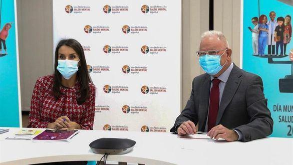 La Reina acude a una reunión de salud mental en un área confinada de Madrid