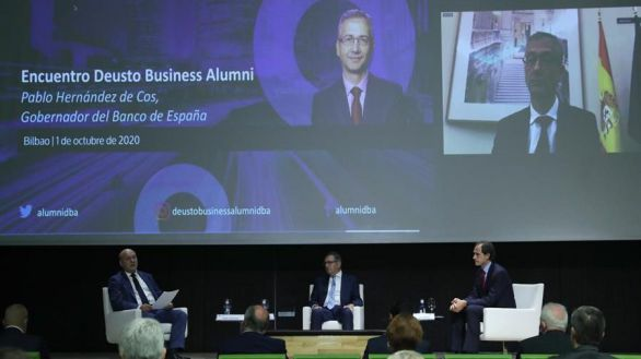 El Banco de España azuza las fusiones bancarias: