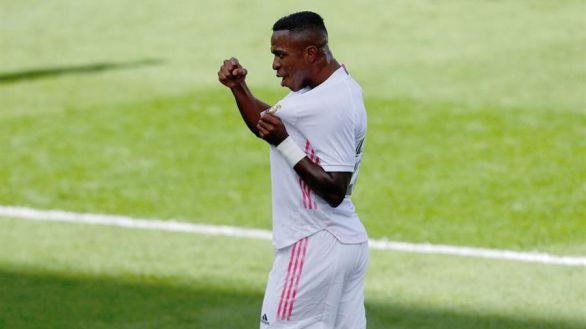 El Real Madrid tiró de resistencia para lograr el triunfo ante el Levante |0-2