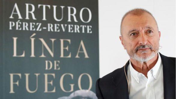 Arturo Pérez-Reverte relata la batalla del Ebro en su primera novela sobre la Guerra Civil