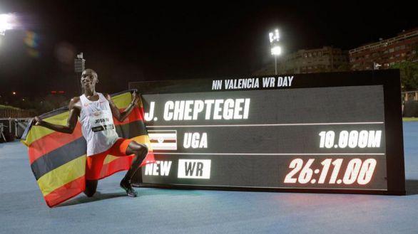 Las perlas Gidey y Cheptegei baten los récords mundiales del 5.000 y 10.000 en Valencia