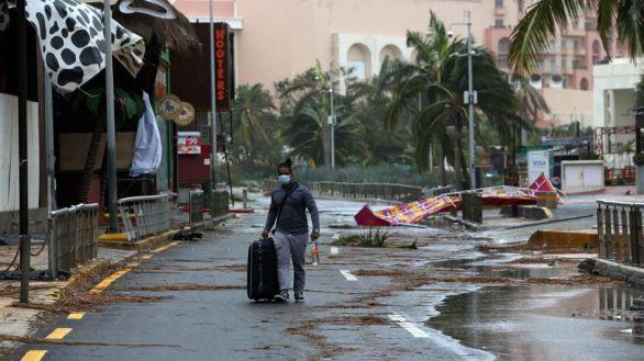 El centro del huracán Delta deja Yucatán y encara el Golfo de México rumbo a EEUU