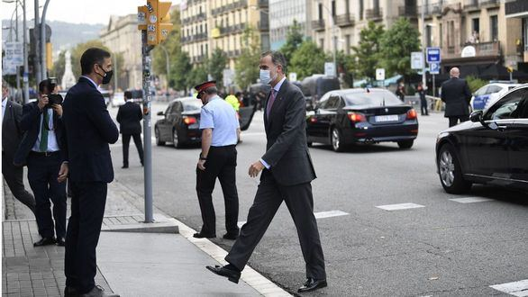El Rey elogia a Barcelona en catalán y pide trabajar