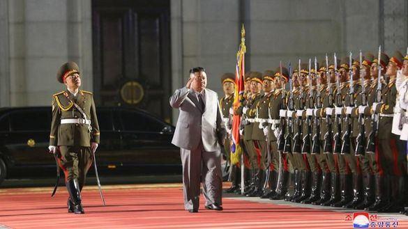 Corea del Norte se declara libre de Covid mientras exhibe su nuevo misil