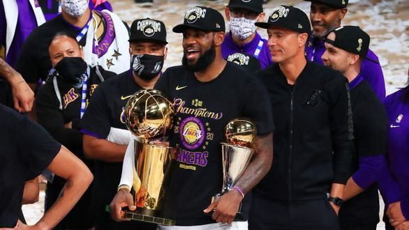 NBA Finals. LeBron James cumple: anillo para Lakers y tributo a Kobe | 4-2