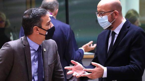 El presidente del Gobierno, Pedro Sánchez, junto al presidente del Consejo Europeo, Charles Michel, este jueves, en Bruselas.