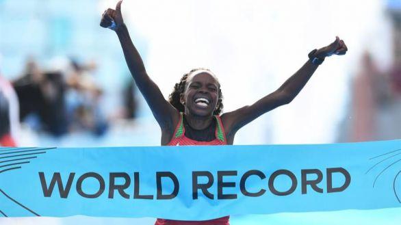 Mundiales. Jepchirchir y Kiplimo, campeones de media maratón