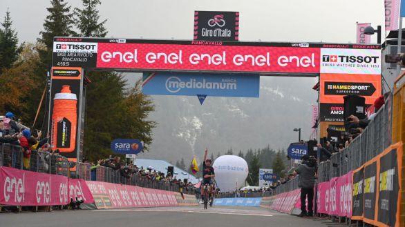 Giro. Espectáculo en los Dolomitas: vence Geoghegan Hart y Kelderman brilla
