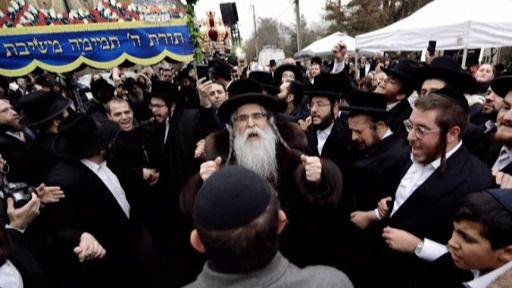 Nueva York frena una boda judía ortodoxa a la que iban a acudir 10.000 personas
