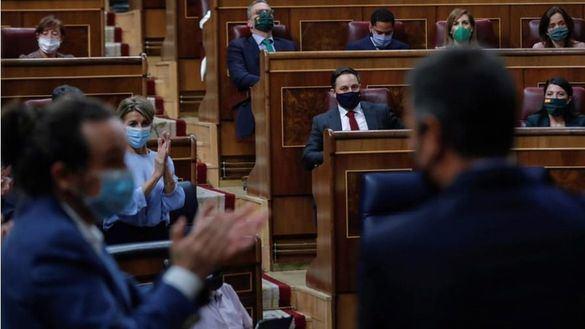 Sánchez se chotea de Abascal: 'Su única propuesta ha sido decir cómo deben vestir sus señorías'
