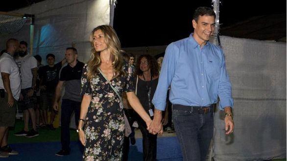 Pedro Sánchez y su esposa.