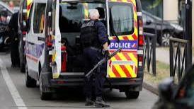 Francia expulsa a cinco miembros de una familia bosnia por pegar a su hija