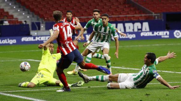 El Atlético caza al Betis tras cederle la pelota | 2-0