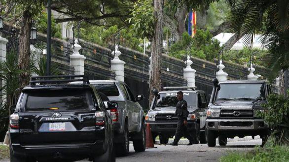 Maduro reacciona a la fuga de López: detenciones y registros en la embajada de España