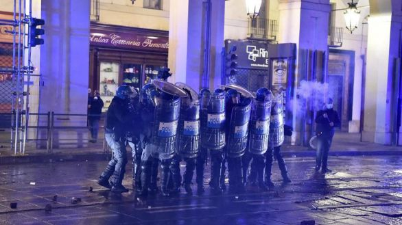 Se extienden los enfrentamientos en Italia por los cierres de la hostelería
