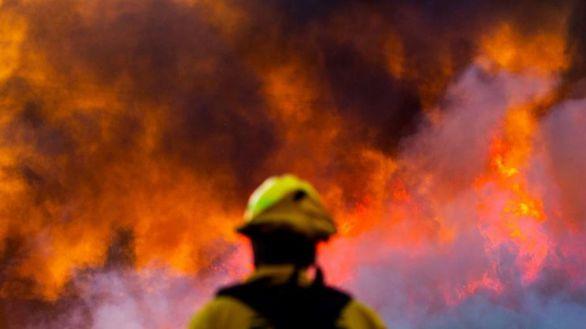 El incendio que acecha a Los Ángeles quema más de 4.500 hectáreas en 24 horas