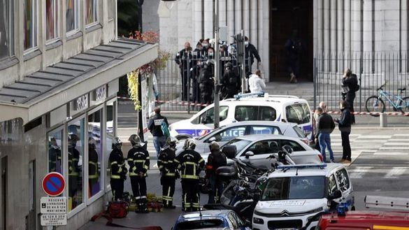 Macron anuncia un refuerzo militar y policial en los lugares de culto tras el atentado de Niza