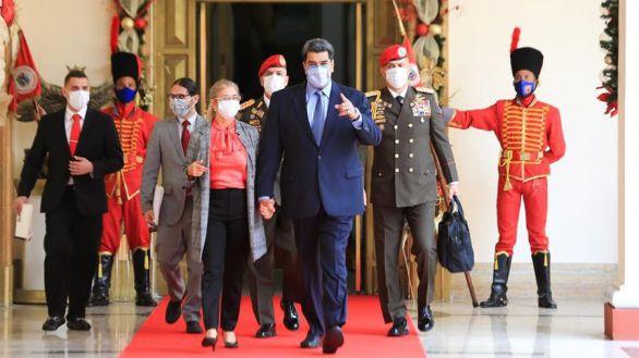 Maduro acusa a Colombia de atacar con un misil a la mayor refinería del país