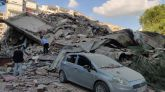 Un edificio derrumbado por el terremoto en la localidad turca de Izmir.