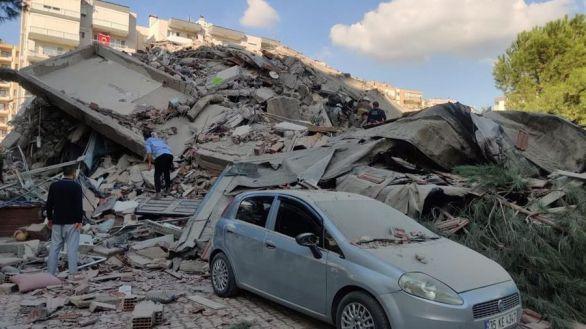 Un terremoto en el Egeo causa 22 muertos y cientos de heridos