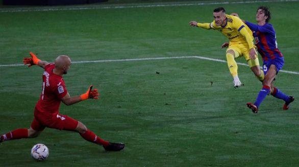 Nadie puede con el Cádiz si juega a domicilio | 0-2