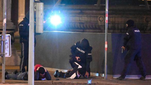 Al menos cuatro muertos y 18 heridos en varios atentados terroristas en Viena