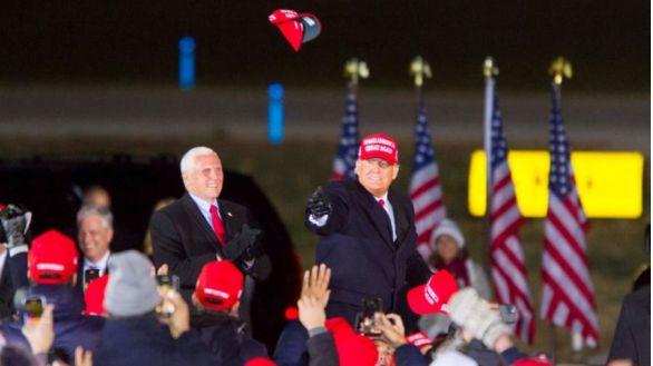 Biden y Trump auguran una gran victoria en sus cierres de campaña