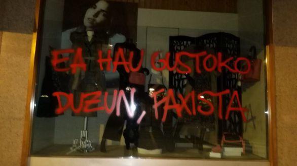 La tienda de la madre de Santiago Abascal en Amurrio, atacada