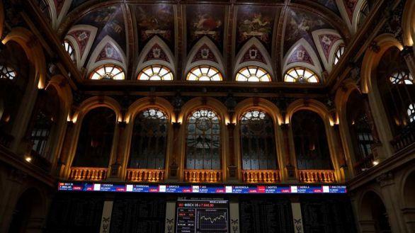 La Bolsa española sube el 3,38 % y recupera la cota de 7.700 puntos