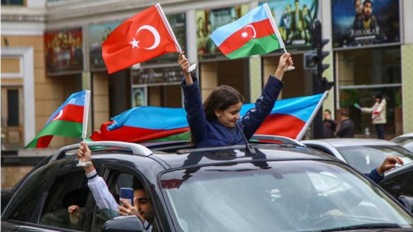 Azerbaiyán y Armenia acuerdan poner fin a la guerra en Nagorno Karabaj