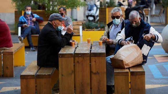 Cataluña reabre bares hasta las 21.30 con un máximo de cuatro personas por mesa