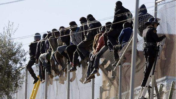 El TC avala la ley de seguridad ciudadana del PP y las devoluciones en caliente en Ceuta y Melilla