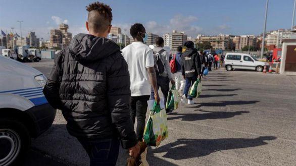El Gobierno habilitará 7.000 plazas en Canarias para alojar a los inmigrantes