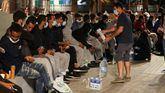 Decenas de inmigrantes ilegales marroquíes en las calles de Gran Canaria.