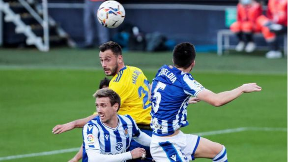 La Real sale más líder de Cádiz con un gol de Isak  0-1