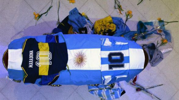 Muere Maradona: el astro argentino recibe sepultura en Buenos Aires