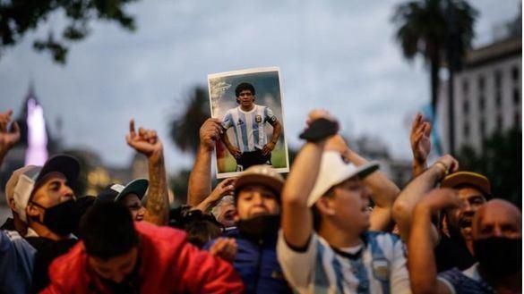 Galería de fotos   Argentina y el mundo del fútbol despiden a Maradona