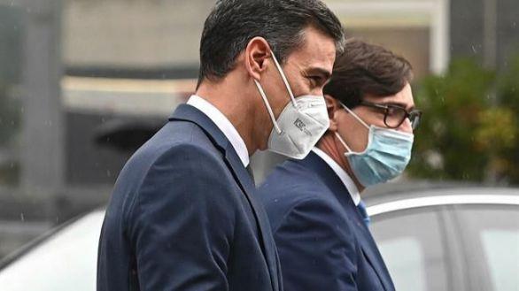Abuchean a Sánchez y ovacionan a Almeida en su visita al Hospital de La Paz