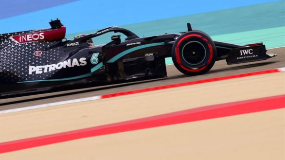 F1. Hamilton sigue ampliando récords; Sainz saldrá 15º