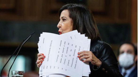 Robles lleva a la Fiscalía el chat de exmilitares que habla de fusilar a 26 millones de españoles
