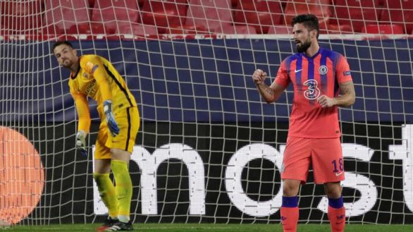 Giroud se da un festín en Sevilla para confirmar el primer puesto del Chelsea |0-4