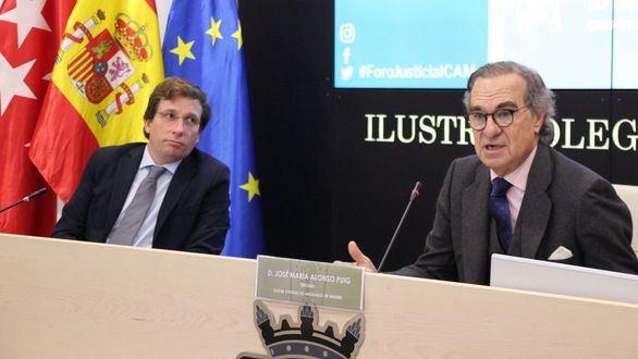 El alcalde madrileño, José Luis Martínez Almeida, y el decano del ICAM, José María Alonso.